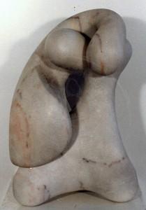 Henrich , Carlos KS 349 1965 Baden/Schweiz , seit 1986 Portugal o.T. Skulptur, Marmor Skulptur n.dat. x 40xx abstrakt-organische Komposition aus zwei einzelnen ineinander verschlungenen Elementen, Gesamthöhe 40cm A
