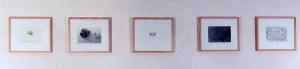 Krüger , Markus KS 431 1958 Lippstadt, StudFHMünster, Lippstadt Steinzeiten Grafik, Installation aus 3 Zeichnungen, 2 Fotografien, 1998 1998 32x5x40 32x240 Anröchte, Landschaft, Installation, Zeichnung, Fotografie, Abstraktion
